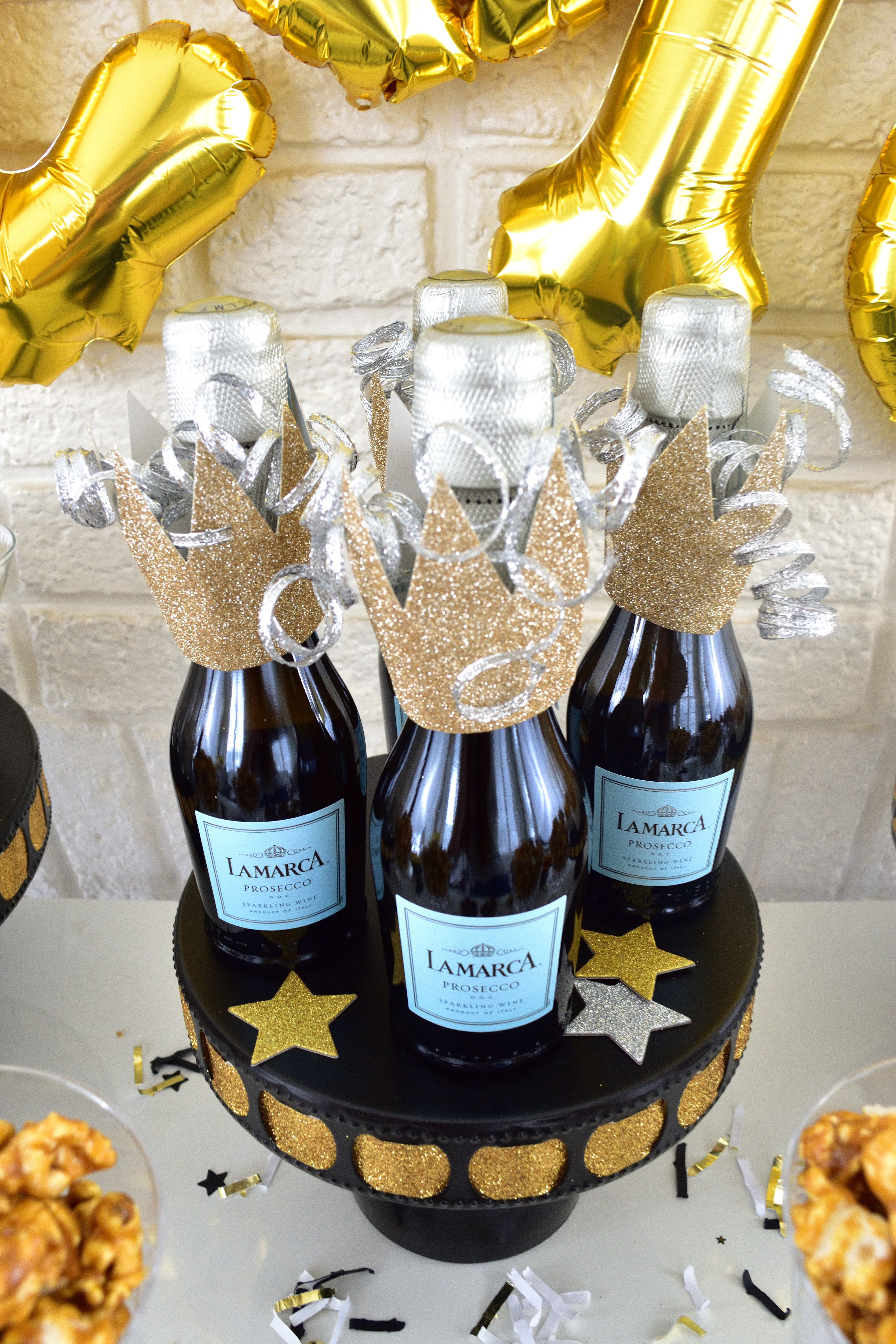 New Year's Eve party table ideas that are festive and easy!